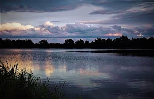 Ein Herbstabend am See