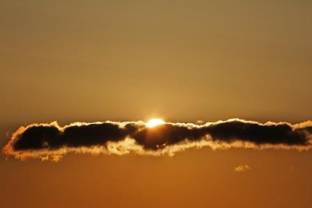 sonne mit wolkenband