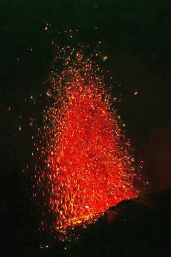 eruption stromboli von unten