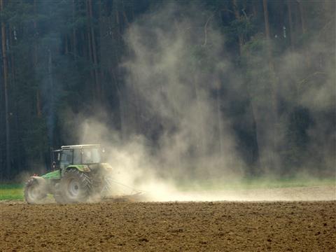staubig - Landabtrag durch Bodenbearbeitung
