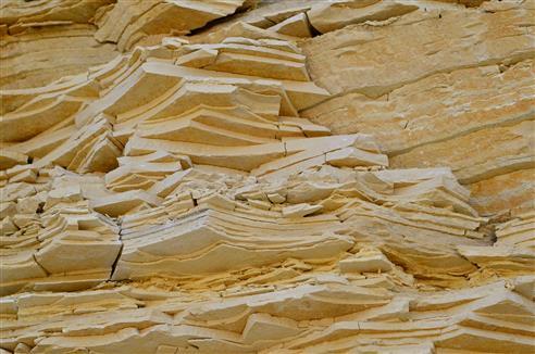 Kalksteinlagen im Steinbruch