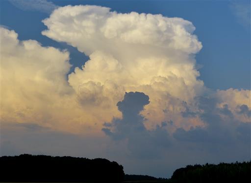 Gewitterwolke mit Wetterhexe