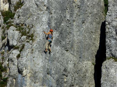 Sportklettern- weiblich - über dem Donaudurchbruch