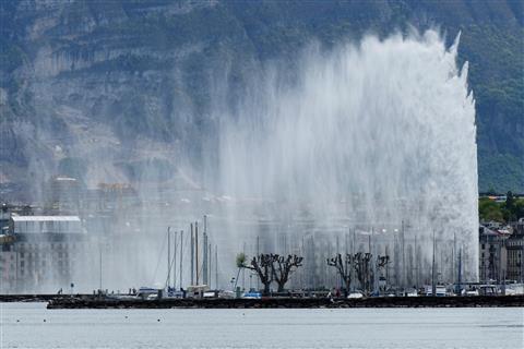 Jet d' eau Genf 140 m hoch Windzerstäubt