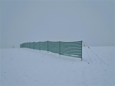 Schneezaun an exponierter Stelle