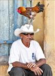 Kubaner mit Zigarre und Hahn