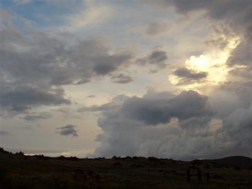Der Gewitterhimmel öffnet sich hoch oben in Colorado