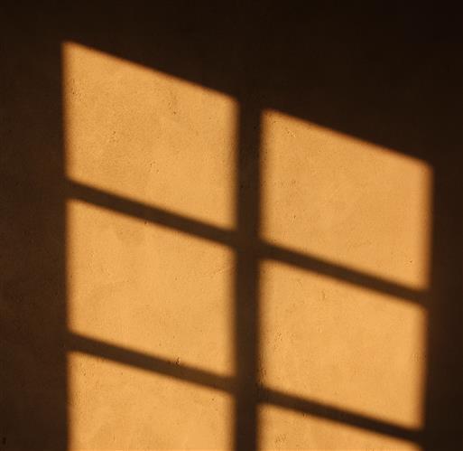 Fensterschatten an der Zimmerwand