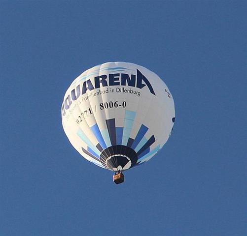 Ein Heißluft-Fesselballon