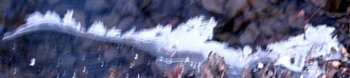 Eisbildung am Graben eines Ackers Mitte Januar 2017