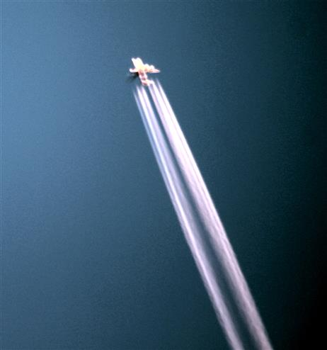 Passagierflugzeug am Abendhimmel 01