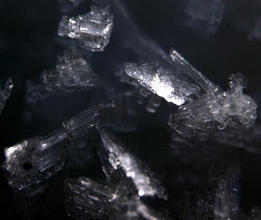 Eiskristalle bilden Schnee
