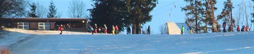 Wintersportbegeisterte am Skihang Hirzenhain