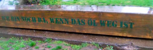 Holzbalken in Biedenkopf, dessen Aufschrift zum Nachdenken anregen könnte?