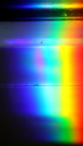 Sonnenstrahl prismatisch durch eine Glasscheibe(Aquarium) in seine Spektrallinien bzw. -bänder zerlegt