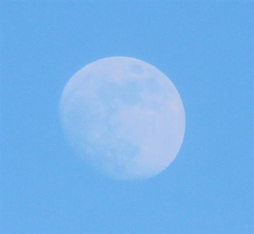 Mond am Nachmittag Ende Februar 2018