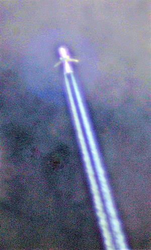 Passagierflugzeug am Himmel