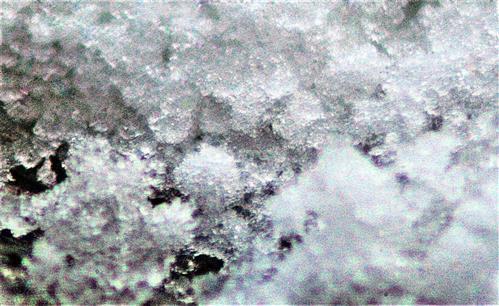 Etwas Schnee auf dem Vordach