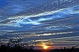 Abendlicher Himmel mit Wolkenbänken