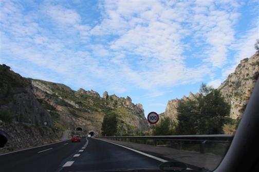 Ein Tunnel in den westlichen Pyrenäen