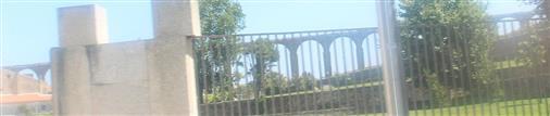 Ein etwas längerer Abschnitt des römischen Aquäduktes in Vila do Conde