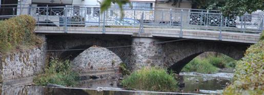 Eine Brücke über die Diezhöltze in Eibelshausen