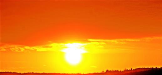 Abendliche Stimmung mit Sonne am Abendhorizont