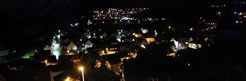 Eiershausen sowie(ab etwa Bildmitte) Eibelshausen bei Nacht Oktober 2017