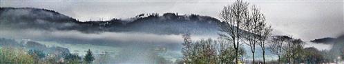 Eine Nebelbank an den Hängen des Dietzhölztales