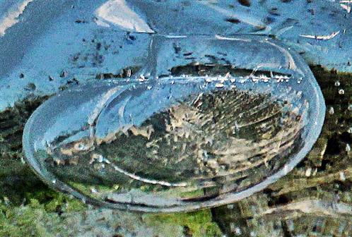 Luftblase unter Eis