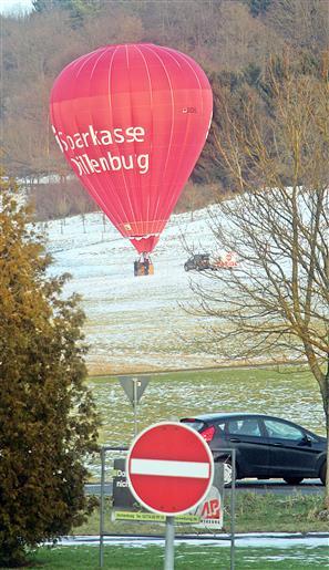 Landung eines Heißluftballons westlich des Skihanges Hirzenhain - Eiershausen