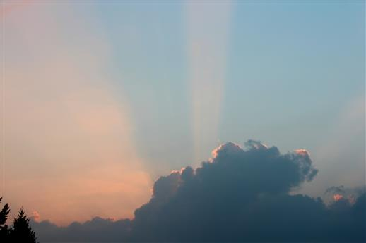 Geteilter Himmel blau - rot