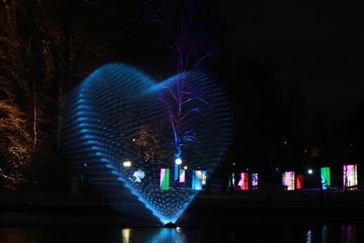 Herz aus Wasser und Licht