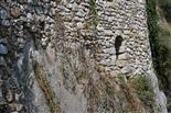Auf den Fels gemauert